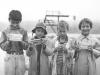 Flitigt deltagande i simskolan= belöning: chokladkaka. Mandi, Olle, Göran, Elfride