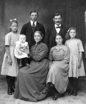Johan o Klara Johansson med barnen
