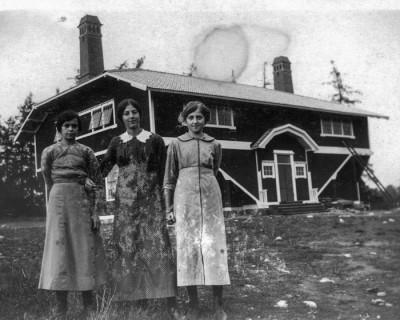 Mojsen och triss i unga vikmanshytteflickor, gissningsvis födda under senaste delen av 1890-talet