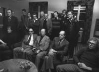 Åslinggruppens ledamöter, kommunrepresentanter, lokalfackens folk vid sammanträde på Brukshotellet