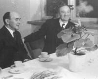 Folkets hus invigdes 1939 - vid kaffebordet disp. Arvid Olsson och dåtidens socialminister Gustav Möller