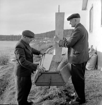 Uno Sandberg & Uno Berglund ordnar sitt flytetyg
