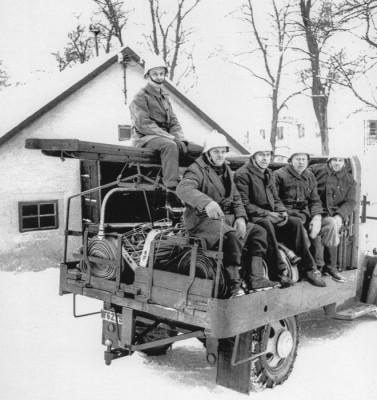 Redo för övning, fem brandsoldater: Ragnvald   Karlsson, Rudolf Boberg, Hälsing-Erik Erilksson,  Bertil Pettersson och Ernst Nordström