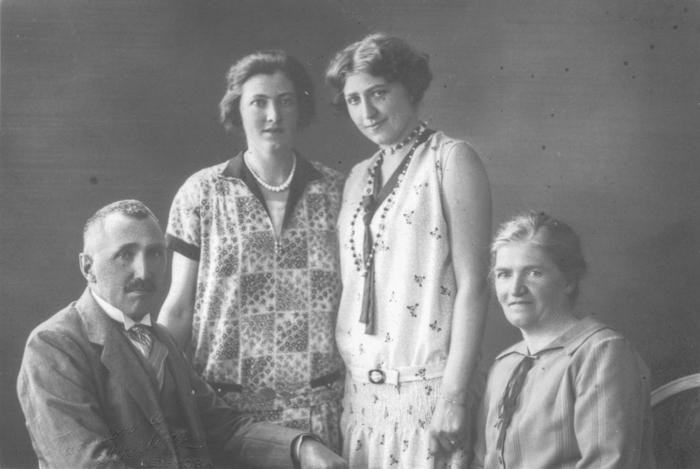 Familjen lite längre fram i tiden (år 1928)