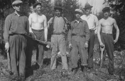 På bilden ser vi sex av alla frivilligarbetare, nämligen Ruben Elg, Helmer Franzén, Axel Bergman, Sven Sälgström, Elias Forsberg och Fritz Andersson.