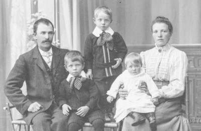 Axel & Anna Jernberg med barnen Erik, Evert & Edith