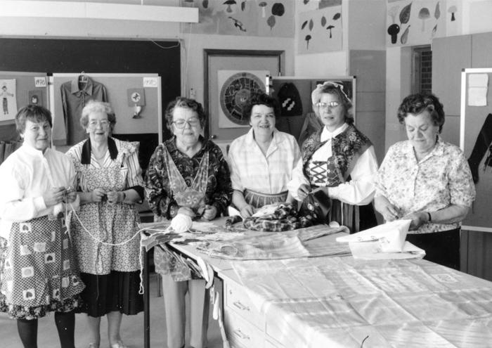 De äldre jubilarerna – vid slöjdutställningen