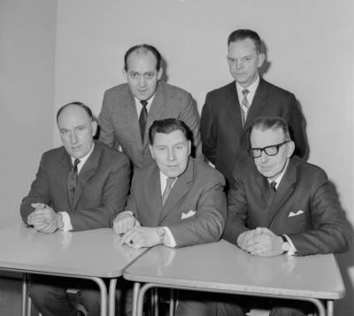 En av många FH-styrelser under årens lopp – ordföranden Albin Andersson (sittande i mitten), omgiven av Gösta Wallertz och  Sigvard Bergman, vidare Erik Borg och Ivar Enberg