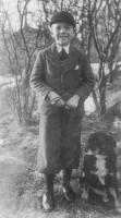 Karl-Gösta med familjens hund