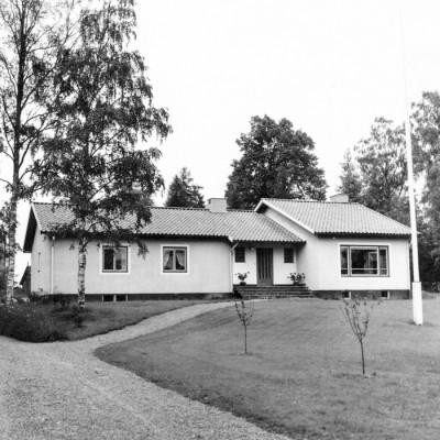 Det sista företagsbygget – uppfört i fint läge utmed Björkallén.