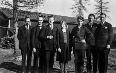 Bruksborna fr.v. Henning Eriksson, Artur Holst, Klas Holst, Ethel Holst, Ingemar Berglin, Erik Sälgström och Birger Broström