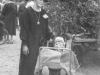Ung som gammal, eller hur? Ellen Elg hade ansvaret för barnvagnsåkande Evert – han med rötter från Laggarbo