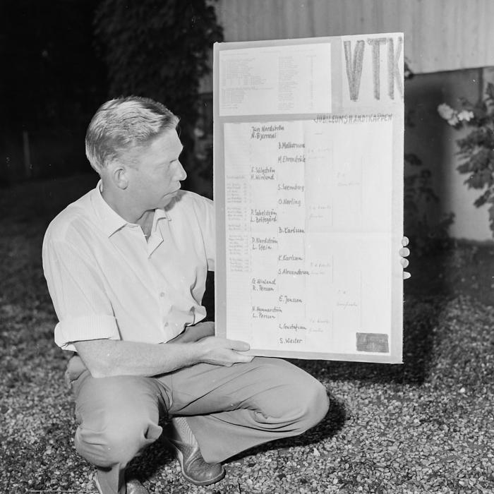 Olle Norling ordnar tävlingsschemat