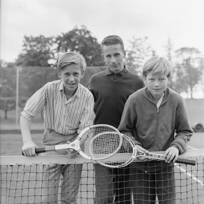 11-årige Kenneth Tallberg (t.h.) vann nybörjartävlingen 1965 före Bosse Österman. I mitten, tävlingsledare Nils Huhta.