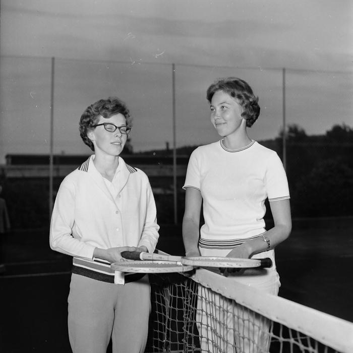 År 1964: Segrare i damsingeln: Anne Hämmacher tillsammans med Monica Stenman (t.v.)