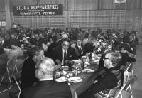 STORA KOPPARBERG välkomnar till VIKMANSHYTTE-FESTEN - med ett av många dukade bort, var Karl-Erik Bergman bordsvärd ?