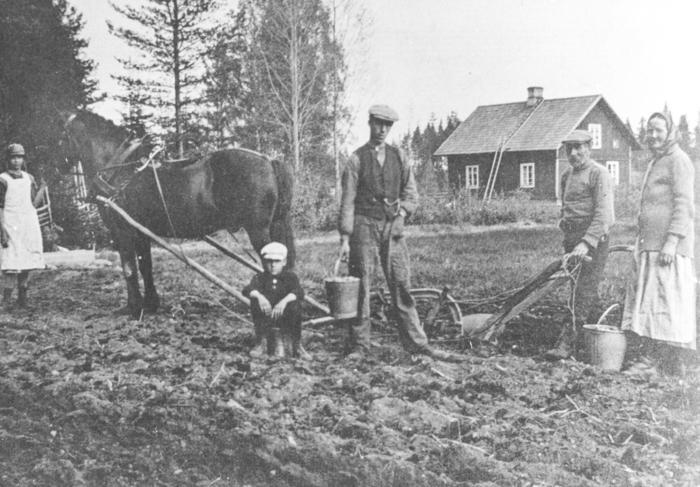 Makarna Emma och Fredrik med barnen Elsa, Gösta och Sven