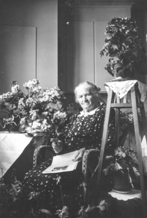 Och till sist ett födelsedagskort – år 1952 på 80-årsdagen. Fem år senare gick Tilda ur tiden.