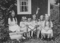 Saftkalas i sex styckens flickors lag (namnlösa tyvärr)